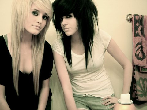 Which type of emo girls do you prefer? Blondes or Brunettes? Me personally…